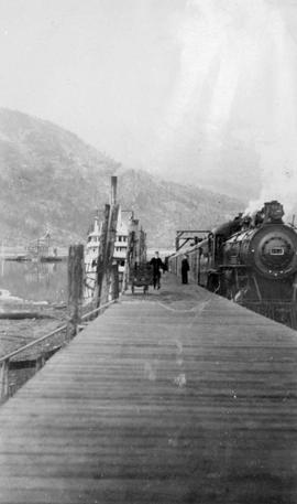 Passengers transferring to the train from the S.S. Nasookin at Kootenay Landing