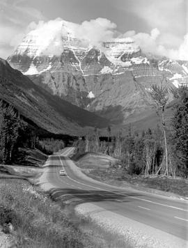 Mount Robson And Highway 16