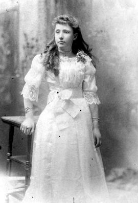 An unidentified young woman.