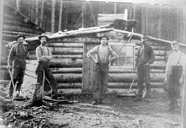 David Prosser Kane home, first home in Kaslo; Mr. Kane later became the postmaster; others in photo are Charlie Clancy on the right and the bear on the roof was a companion to the pi
