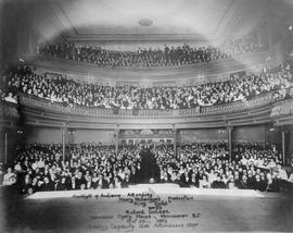 """Flashlight of audience attending Henry W. Savage's production ""King Dodo"" wi..."