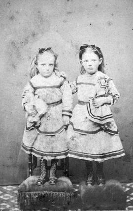 Susan Emma and Harriet Elizabeth Townsend; twins at the age of five; they later became Mrs. E. G....