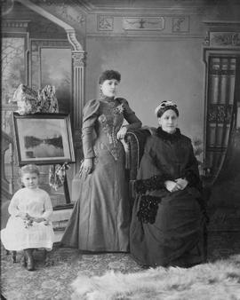 An unidentified family of women.