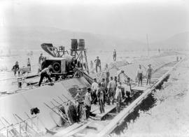 """Concrete lining the main canal Oliver project, 1920""."