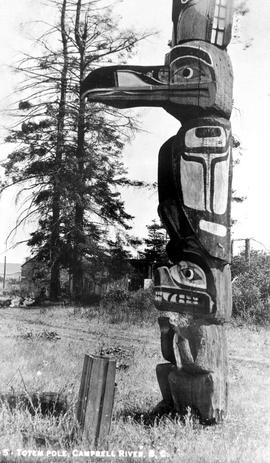 """Totem pole at Campbell River"""