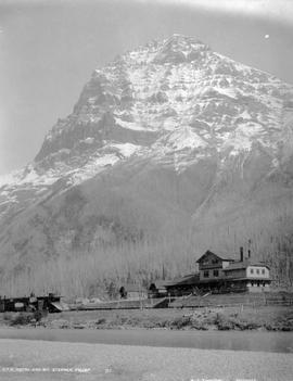 """C.P.R. hotel and Mount Stephen, Field."""