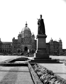 Queen Victoria statue, legislative buildings, Victoria.