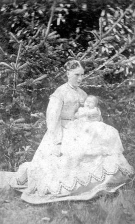 Mrs. Sarah Elizabeth Brookman and baby, eldest daughter Agnes Mary Priscilla.