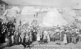 """The last day of relief distribution to the sufferers of the great fire of August 1, 1908; F..."
