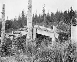 An abandoned First Nations home; from the Department of Mines album, 1907.