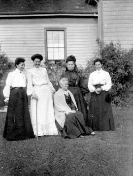 Mrs. Robert (Matilda McNeill) Jesse and Mrs. Thomas (Rebecca McNeill) Elwyn and family group.