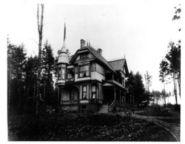 "Mr. and Mrs. Andrew Gray's home ""Roslyn"" 1135 Catherine Street, Victoria West."
