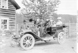 Cottonwood House, a family in their car.